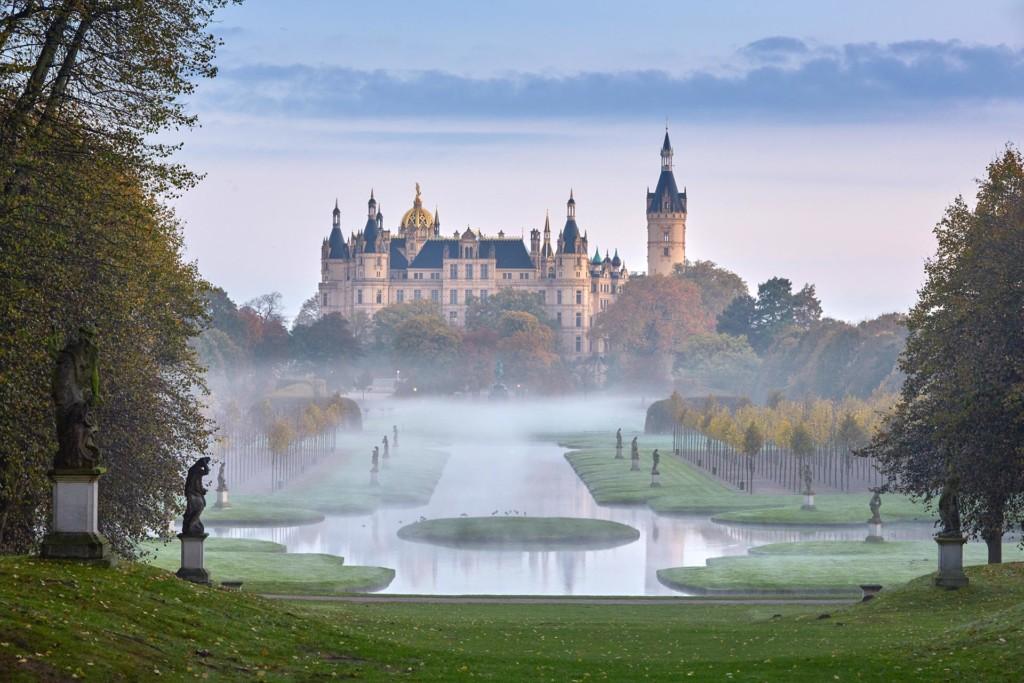 Schloss Schwerin im Nebel Foto: Thomas Grundner
